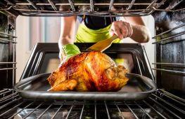 Как запекать курицу целиком в духовке: температура и время приготовления