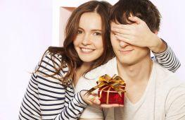 Что подарить брату от сестры на Новый год: оригинальные идеи