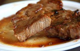 Приготовление в духовке сочной и ароматной свинины на косточке