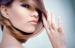 В какой цвет женщине покрасить волосы, чтобы выглядеть моложе своих лет