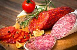 Красивые нарезки на праздничный стол: мясо, сыр, колбаса, фрукты