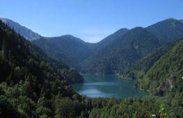 Озеро Рица – скромная жемчужина горной Абхазии