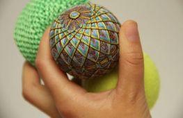Необычные шары на Новый год, сделанные из ниток своими руками