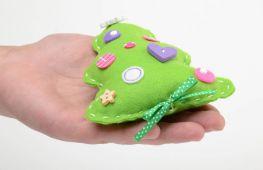 Оригинальные украшения для елки на Новый год: игрушки hand-made из фетра