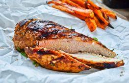 Как приготовить ароматную и сочную куриную грудку в духовке