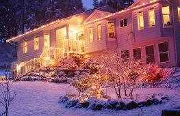 Оригинальные идеи для украшения двора и дома снаружи на новый год