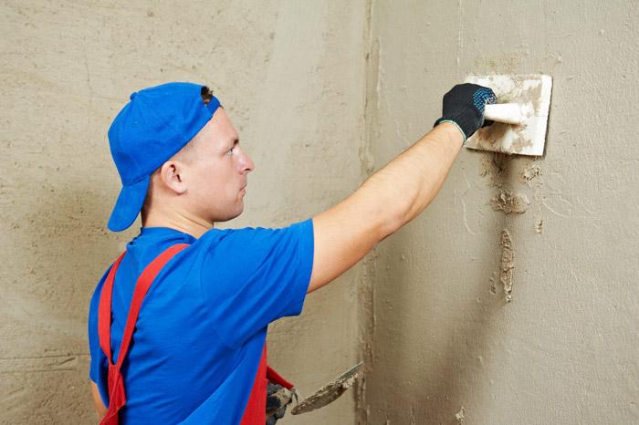 Стена должна быть ровной, иначе плитка не будет держаться долго