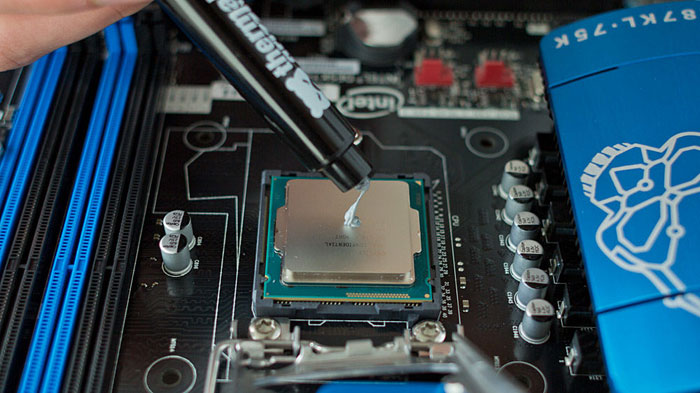 Термопаста защищает процессор от перегрева