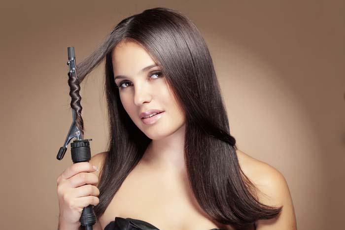 Выбирайте плойку хорошего качества, чтобы не испортить волосы