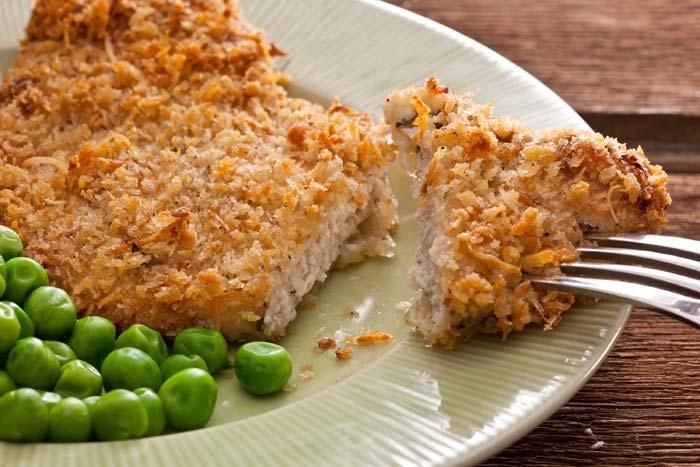 Куриное филе можно запекать, жарить и добавлять в салаты
