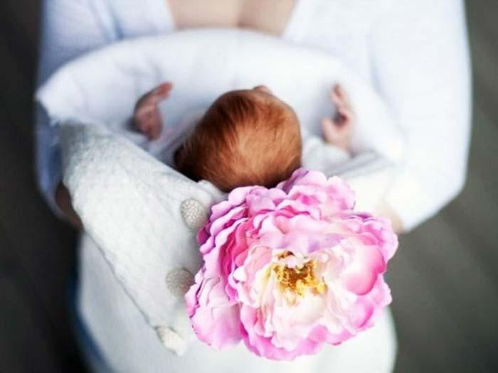 На выписку подготовьте подходящую по сезону одежду для малыша