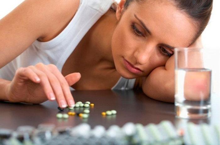 Прежде чем принимать таблетки, попытаться справиться с головной болью можно народными средствами