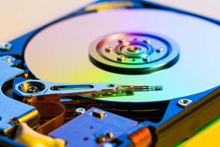 Форматирование позволит избавиться от всех вирусных файлов
