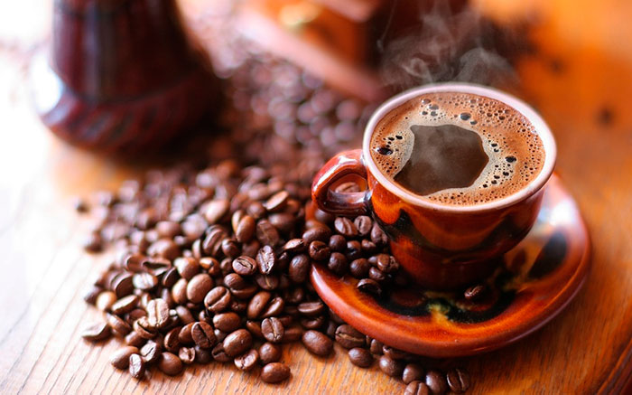 Людям с пониженным давлением рекомендуется начинать день со сладкого кофе или чая