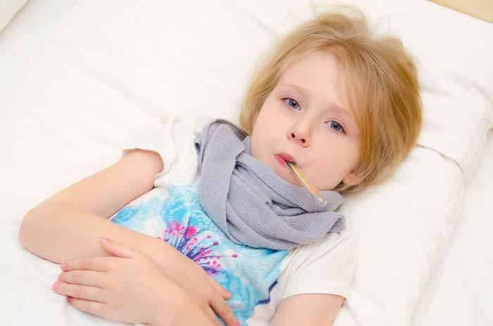 Если недомогание ребенка сопровождается температурой - незамедлительно вызывайте врача