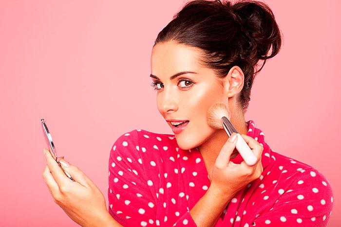 Прежде чем наносить макияж, кожу необходимо подготовить