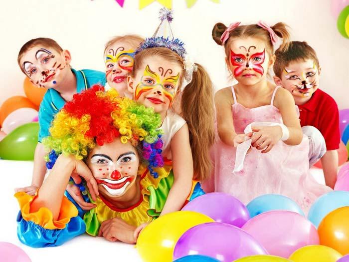 Дети охотно смотрят спектакли