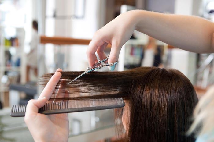 По мнению астрологов стрижка по лунному календарю может улучшить качество волос