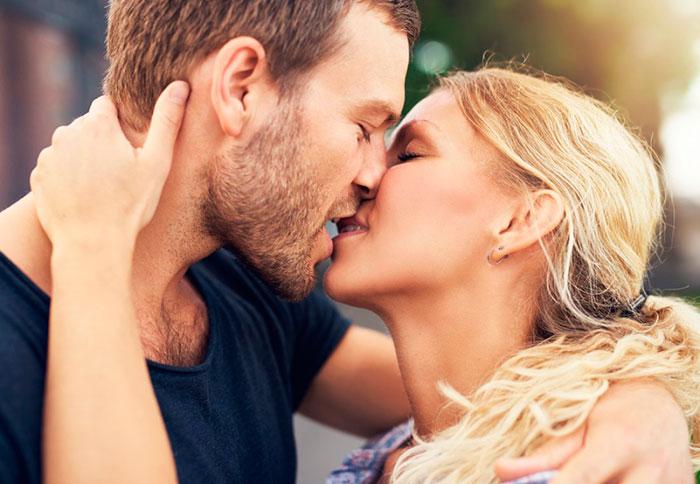 Для первого поцелуя необходимо подобрать правильный момент