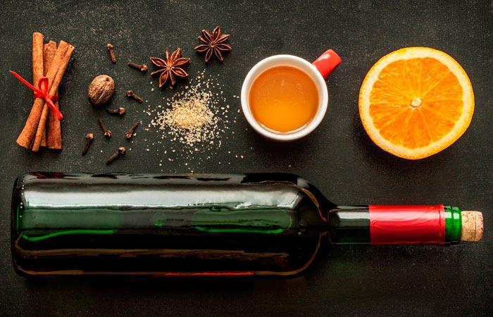 Составляющие напитка - это вино, специи и фрукты