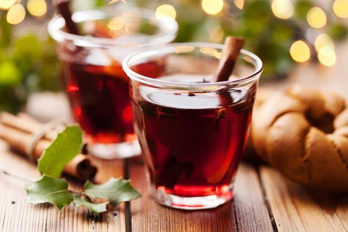 Главное в приготовлении напитка - не дать вину закипеть