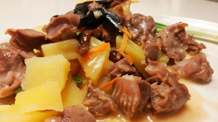 Желудочки. тушеные с грибами и картофолем