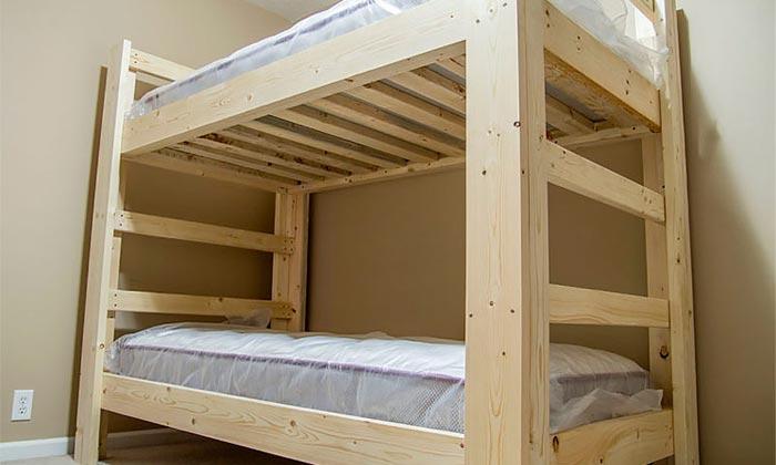 Отлично подходит для строительства кровати сосна