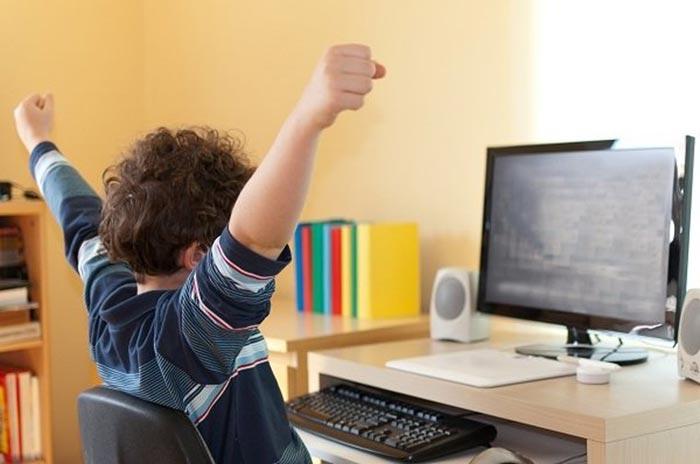 Получить доступ к Плей Маркету можно и с компьютера