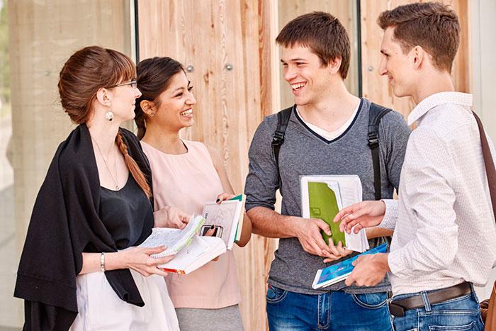 Обязательные экзамены при поступлении на психолога - русский язык, биология и математика