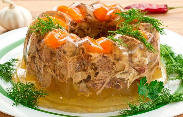 В холодец можно добавлять морковь или корнишоны