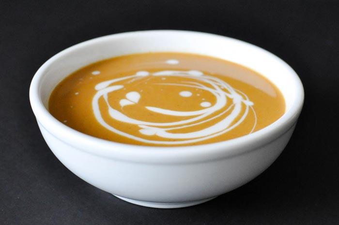 Суп можно приготовить и на мясном, и на овощном бульоне