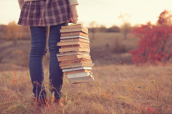 Десятки книг в современном формате могут поместиться в один смартфон