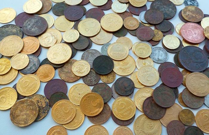 Продавать и покупать монеты лучше на специализированных форумах