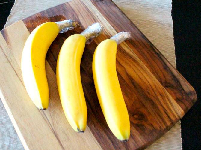 Если хвостики бананов обмотать пленкой, они будут храниться намного дольше