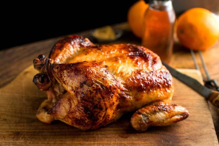 Длительность запекания курицы зависит от ее веса