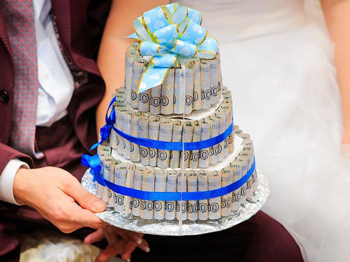 Торт из денег - отличный подарок