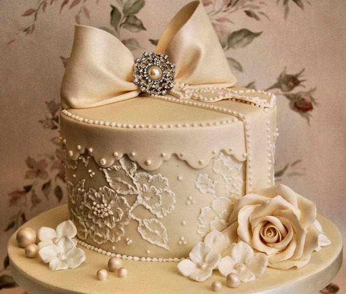 Торт из мастики - отличное украшение праздничного стола