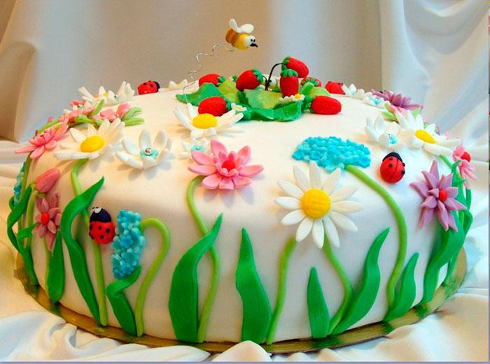 Из мастики можно делать украшения для торта любой сложности