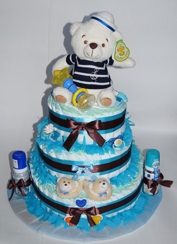 Торт из памперсов - отличный подарок новорожденному