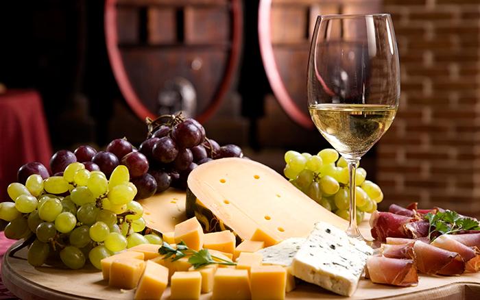 Белое вино благотворно влияет на легкие
