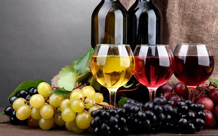 Все вина можно поделить на три группы - красное, розовое и белое