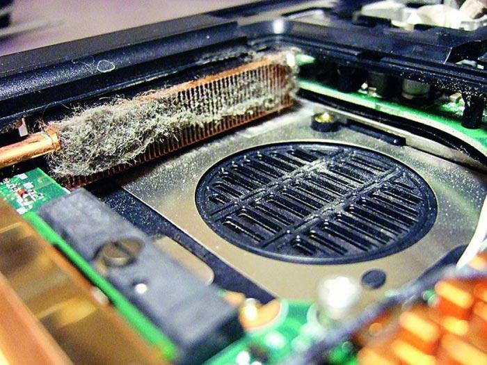 Для глубокой очистки придется разобрать ноутбук