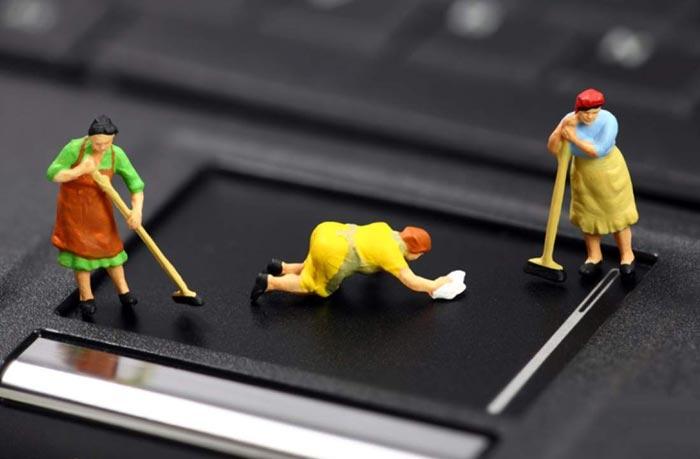 Очищайте ноутбук минимум 2-3 раза в год