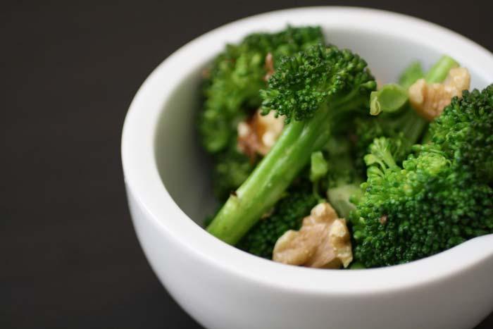 Для кормящих мам очень полезна брокколи
