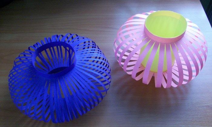 Для работы можно использовать бумагу одного цвета или комбинировать цвета