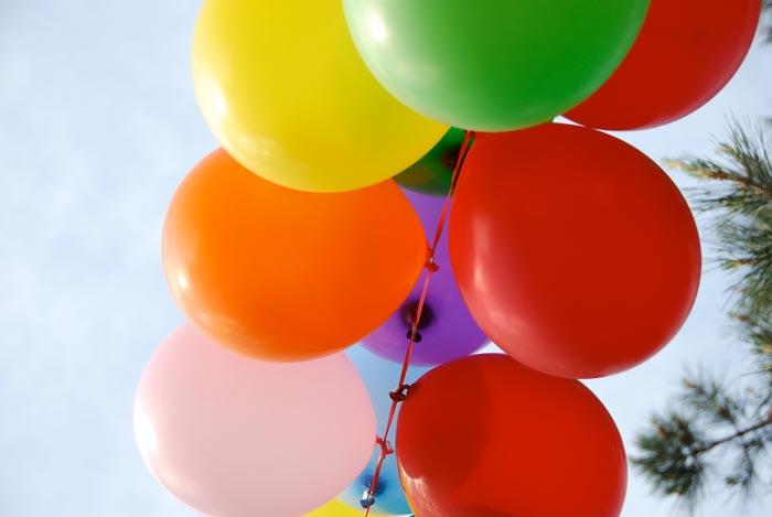 Простая гирлянда из воздушных шаров