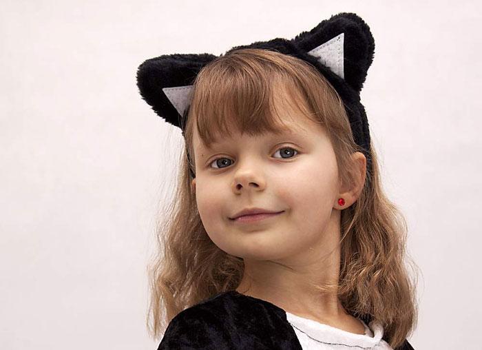 Ушки для костюма можно сделать на основе обруча для волос