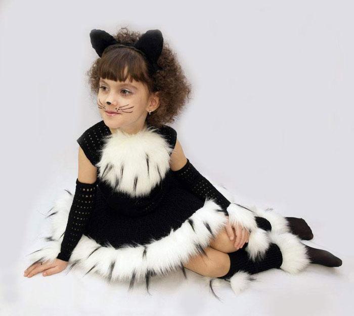 Костюм кошки с меховой отделкой