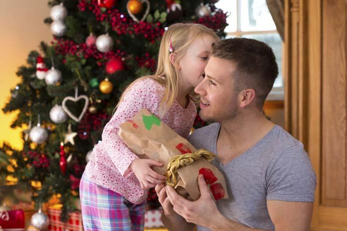 Приготовьте подарок, который соответствует вкусам или увлечениям близкого человека