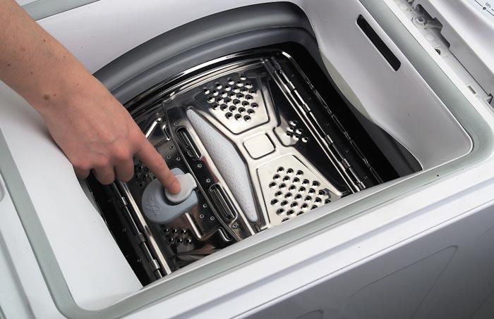 Белье в такую стиральную машину можно загружать в процессе стирки